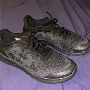 New Nike shoes (youth boys)